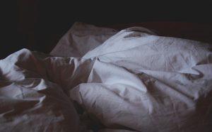 changer les draps et les housses du lit